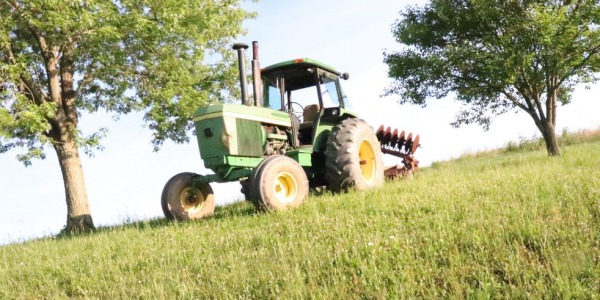 Restoration of details of agricultural machinery